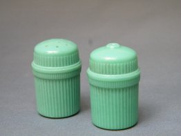 #1784 Green Plastic Salt and Pepper, probably Beetleware 1940s