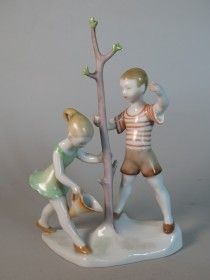 #1632  1950s - 60s Herend Porcelain Figure Group from Hungary