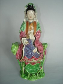 #0195 18th/19th Century Chinese Porcelain Famille Rose Guanyin, Jiaqing Reign ( 1796-1820)