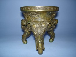 #0087 18th Century Chinese Bronze Tripod Censer - Qianlong Reign (1736-1795)  **Sold** Sold to Taiwan - January 2011 售至台湾 - 2011年1 月