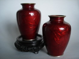 #0199  Pair of Japanese Ruby Red Baisse-taille Enamel Vases - Meiji **Sold** through our shop - September 2008 利物浦店内售出 - 2008年9月