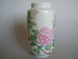 #0386 Rare Chinese Fencai Peony Vase Hall for the Cultivation of Virtue, Republic Period (1912-1949)