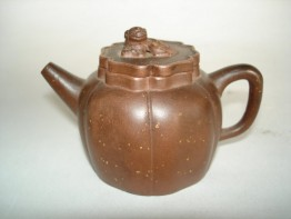 #0207  Early 18th Century Chnese Miniature Yixing Teapot **Sold** to Taiwan  - December 2008 售至台湾 - 2008年12月