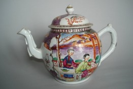 #0240   18th Century Chinese Export Famille Rose Teapot & Cover   **Sold to China - January 2009 售至中国 - 2009年1 月
